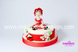 Bambina in pasta di zucchero su dummy cake con ciliegia - Mikiko Cake Design
