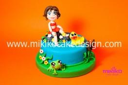 Torta per il corso di cake design con bambina in pasta di zucchero su dummy cake