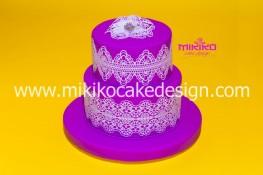 Immagine di un topper torta in stile Shabby Chic con merletto sugarveil