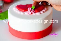 Tutorial passo passo torta decorata in pasta di zucchero per San Valentino-19 - 1024