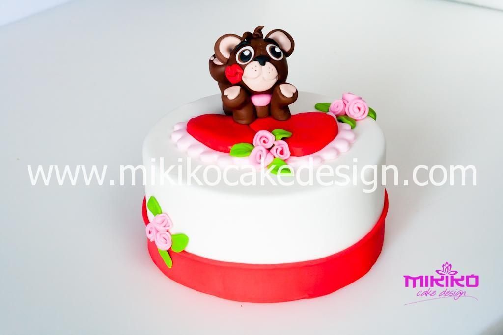 Immagine della torta con orsetto per il tutorial di San Valentino