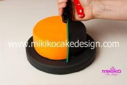 Torta pasta di zucchero per Halloween tuorial decorazioni passo passo (10)