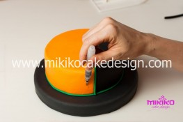 Torta pasta di zucchero per Halloween tuorial decorazioni passo passo (11)