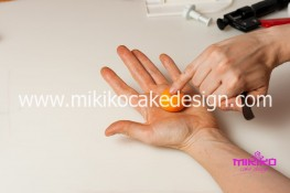 Torta pasta di zucchero per Halloween tuorial decorazioni passo passo (16)