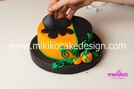 Torta pasta di zucchero per Halloween tuorial decorazioni passo passo (28)