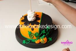 Torta pasta di zucchero per Halloween tuorial decorazioni passo passo (39)