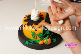 Torta pasta di zucchero per Halloween tuorial decorazioni passo passo (40)