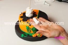 Torta pasta di zucchero per Halloween tuorial decorazioni passo passo (41)