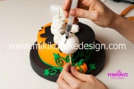 Torta pasta di zucchero per Halloween tuorial decorazioni passo passo (45)