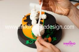 Torta pasta di zucchero per Halloween tuorial decorazioni passo passo (46)