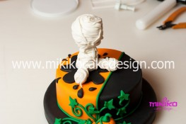 Torta pasta di zucchero per Halloween tuorial decorazioni passo passo (47)