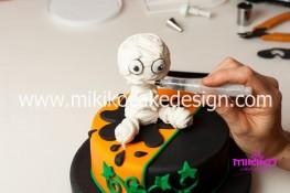 Torta pasta di zucchero per Halloween tuorial decorazioni passo passo (63)