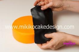 Torta pasta di zucchero per Halloween tuorial decorazioni passo passo (7)