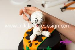 Torta pasta di zucchero per Halloween tuorial decorazioni passo passo (74)