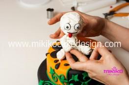 Torta pasta di zucchero per Halloween tuorial decorazioni passo passo (75)