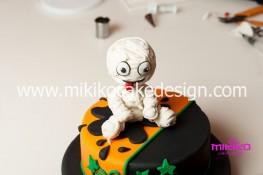 Torta pasta di zucchero per Halloween tuorial decorazioni passo passo (76)