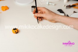 Torta pasta di zucchero per Halloween tuorial decorazioni passo passo (90)