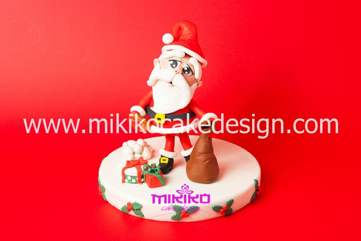 Immagine di Babbo Natale in pasta di zucchero per il corso di Cake Design 15-12-2013