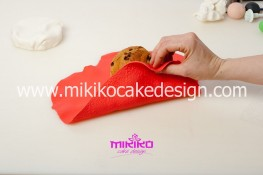 Piccolo panettone decorato con pasta di zucchero - Idee per Natale-11