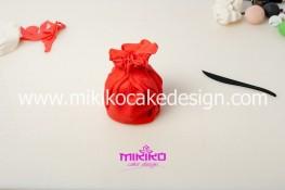Piccolo panettone decorato con pasta di zucchero - Idee per Natale-12