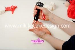 Piccolo panettone decorato con pasta di zucchero - Idee per Natale-13