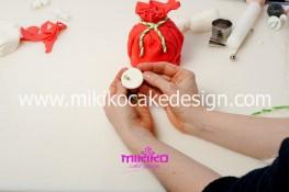 Piccolo panettone decorato con pasta di zucchero - Idee per Natale-19
