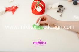 Piccolo panettone decorato con pasta di zucchero - Idee per Natale-21