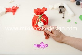 Piccolo panettone decorato con pasta di zucchero - Idee per Natale-22