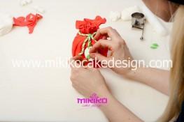 Piccolo panettone decorato con pasta di zucchero - Idee per Natale-23