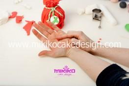 Piccolo panettone decorato con pasta di zucchero - Idee per Natale-24