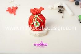 Piccolo panettone decorato con pasta di zucchero - Idee per Natale-25