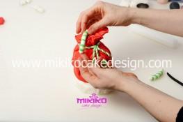 Piccolo panettone decorato con pasta di zucchero - Idee per Natale-29