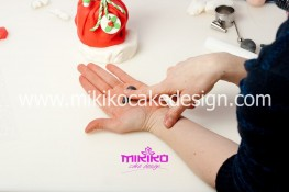Piccolo panettone decorato con pasta di zucchero - Idee per Natale-30