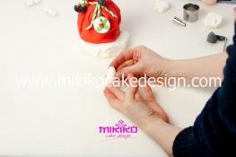 Piccolo panettone decorato con pasta di zucchero - Idee per Natale-35