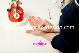 Piccolo panettone decorato con pasta di zucchero - Idee per Natale-46