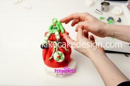 Piccolo panettone decorato con pasta di zucchero - Idee per Natale-47