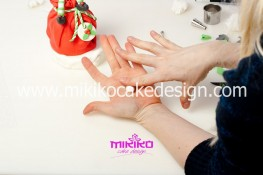 Piccolo panettone decorato con pasta di zucchero - Idee per Natale-48