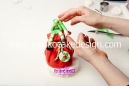 Piccolo panettone decorato con pasta di zucchero - Idee per Natale-52