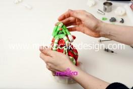 Piccolo panettone decorato con pasta di zucchero - Idee per Natale-53