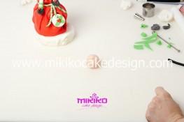 Piccolo panettone decorato con pasta di zucchero - Idee per Natale-59