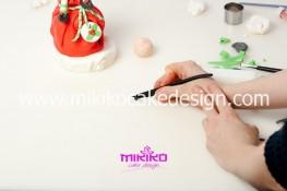 Piccolo panettone decorato con pasta di zucchero - Idee per Natale-63