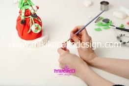 Piccolo panettone decorato con pasta di zucchero - Idee per Natale-74