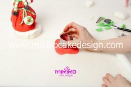Piccolo panettone decorato con pasta di zucchero - Idee per Natale-75