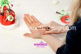 Piccolo panettone decorato con pasta di zucchero - Idee per Natale-77